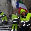 Alle urne con il maltempo: neve al Nord, temporali al Sud. Muore uno sciatore in Abruzzo