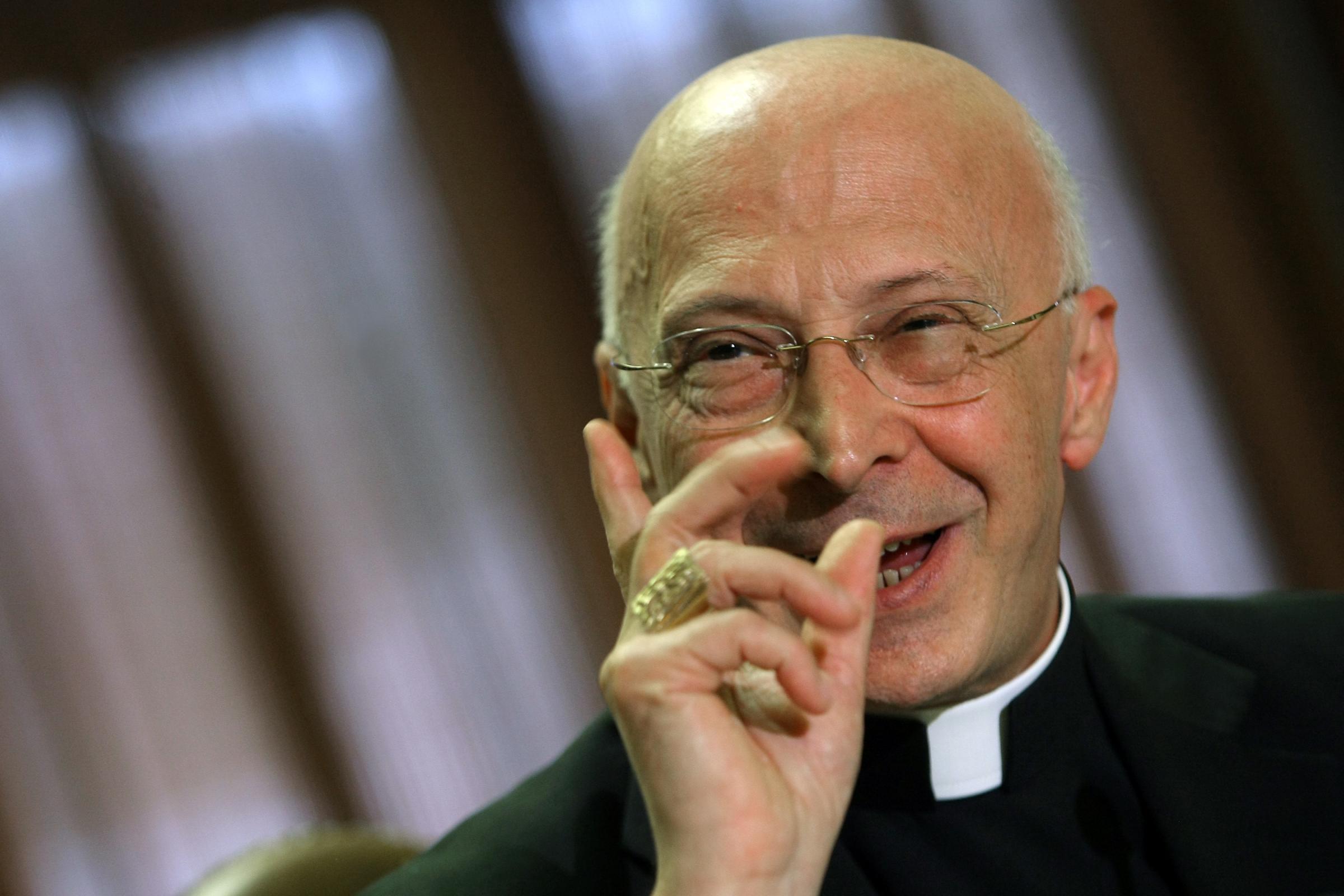 Bagnasco: Nessun privilegio, paghiamo gia' l'Ici. Lo stipendio di un vescovo? 1.300 euro