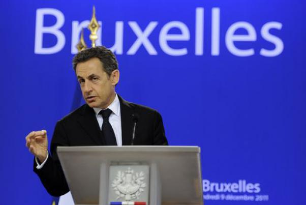 Francia, Sarkozy annuncia ufficialmente il suo ritorno in campo e la sua candidatura alla presidenza dell'Ump