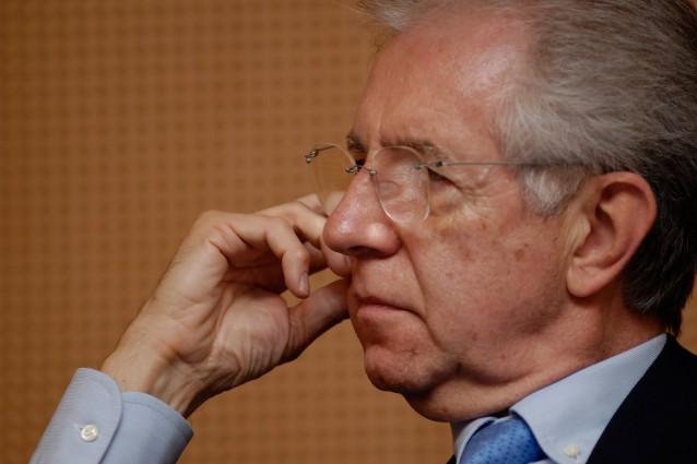 Nuovo welfare, Monti avvisa i sindacati: La riforma va avanti con o senza accordo