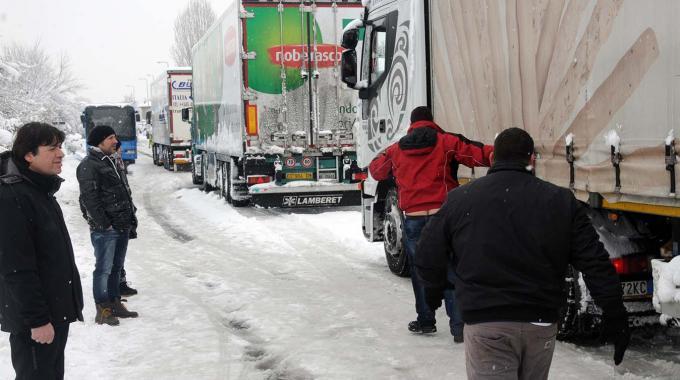 Italia sotto zero, altri cinque morti. Emergenza gas, scorte ridotte ma garantite le famiglie