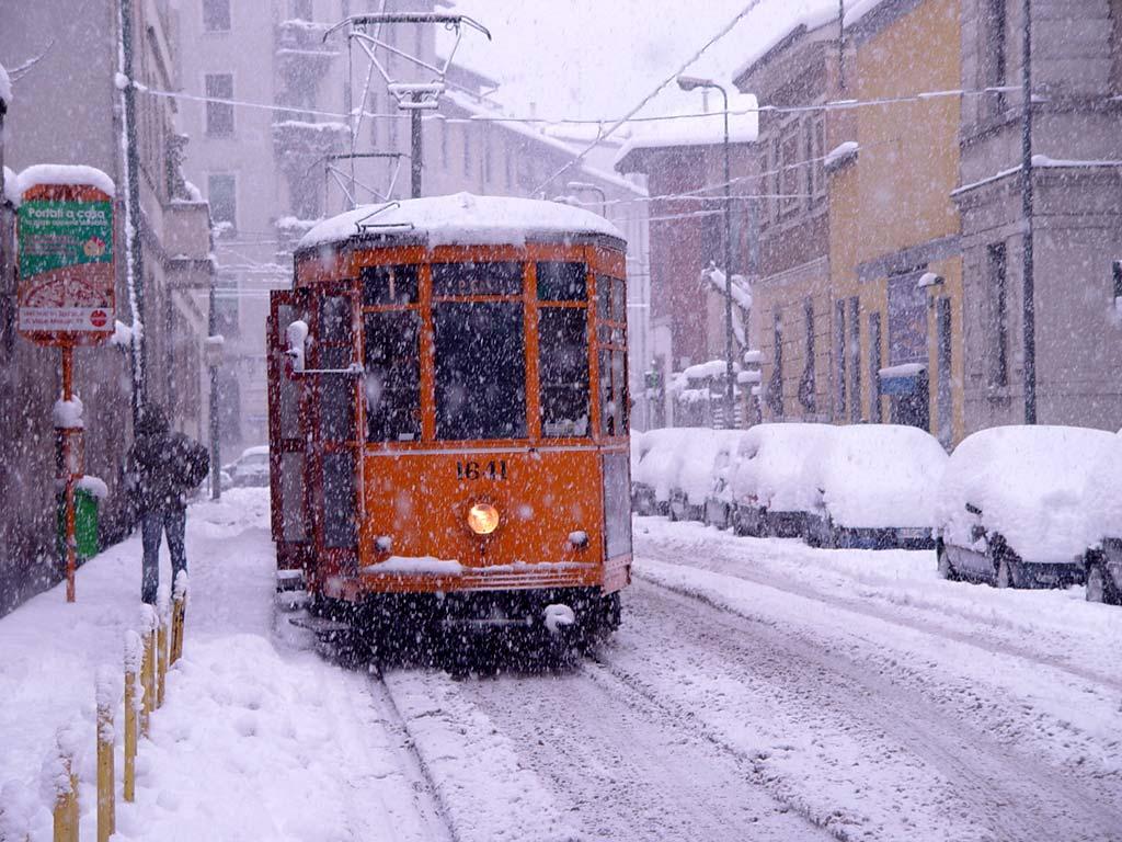 L'Italia nella morsa del freddo. Neve e temperature polari. Un bimbo la prima vittima