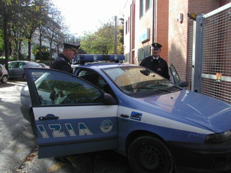 Gela, uomo spara sui passanti: ucciso dalla polizia$