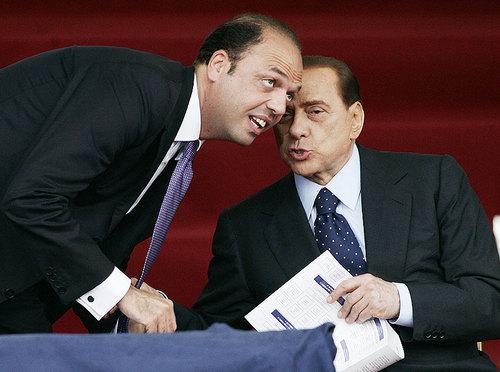 Berlusconi, acque agitate nel Pdl: diserta Porta a Porta e vola a Mosca dall'amico Putin