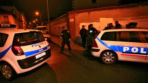 Tolosa, il killer è stato ucciso. Feriti tre agenti nella sparatoria. Blitz lungo una notte