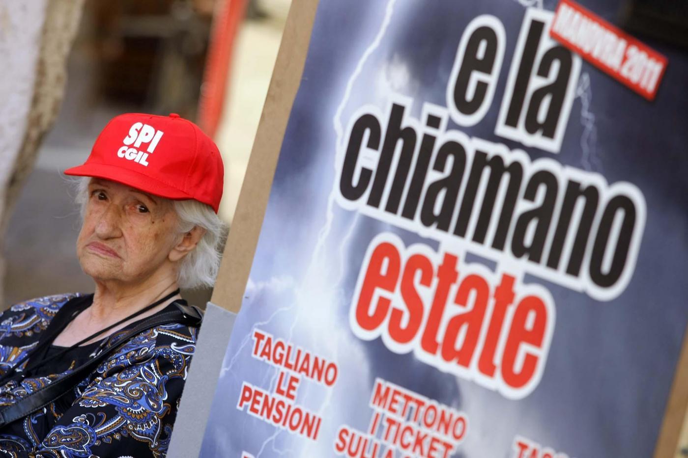 Allarme pensioni, quasi la metà sotto la soglia dei mille euro. Molto più povere le donne