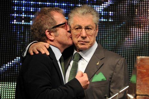 Lega, Maroni torna nelle grazie di Bossi. Calderoli: Lui leader? Lo voterei