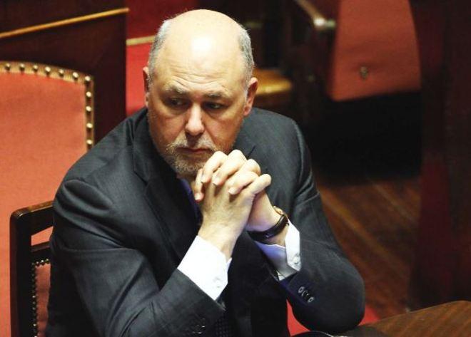 """Lusi deve essere arrestato. """"Sottratti 30mila euro anche per le nozze"""". Ora decide il Senato"""