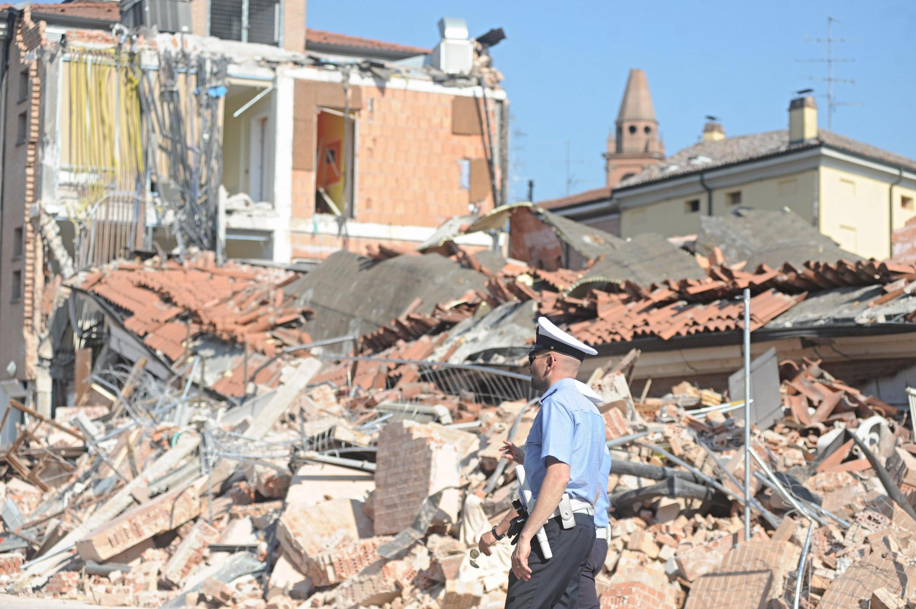 Terremoto continuo, 17 i morti. Aumenta la benzina per finanziare gli aiuti. Tasse sospese
