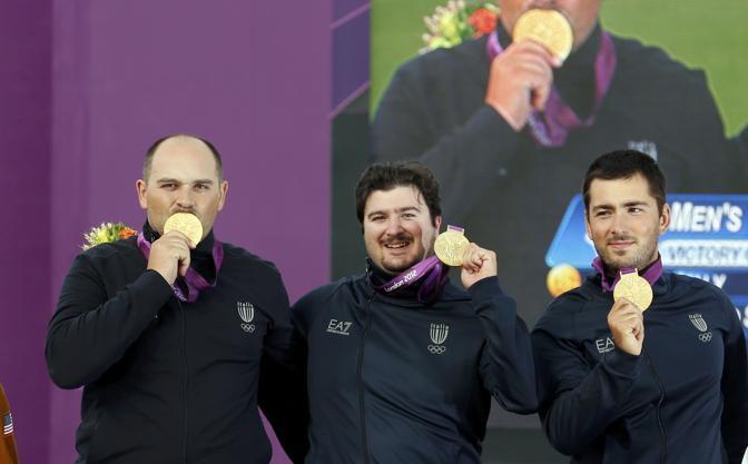 Italia, buona la prima: Oro nell'arco. Fioretto: Vezzali bronzo, Errani-Di Francisca in finale