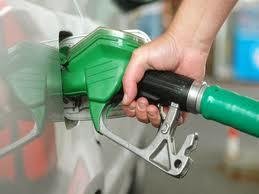 Carburanti, grazie ai tagli di Eni il pieno costerà ancora meno
