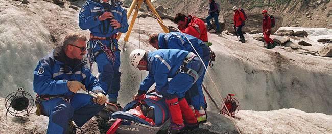 Tragedia sul Monte Bianco, valanga travolge due cordate di escursionisti: 6 morti e 8 feriti