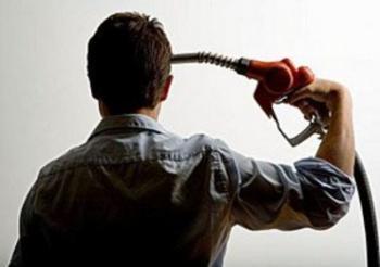 Consumatori in guerra, parte lo sciopero della spesa. Boicottaggio della benzina a 2 euro