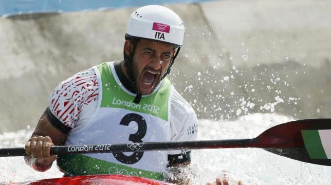 Canoa, Molmenti conquista il terzo oro. Staffetta, Pellegrini e compagne in finale