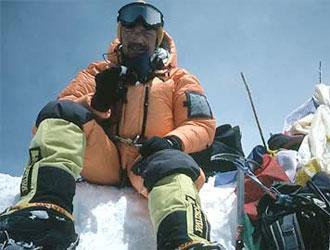 Tragedia sull'Himalaya, valanga travolge 35 alpinisti: almeno 12 le vittime tra cui l'italiano Alberto Magliano