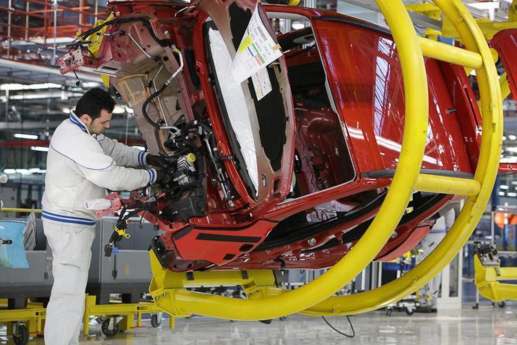Mercato dell'auto, in Europa crescita del 4,6% ad aprile. La Fiat corre all'1,5%