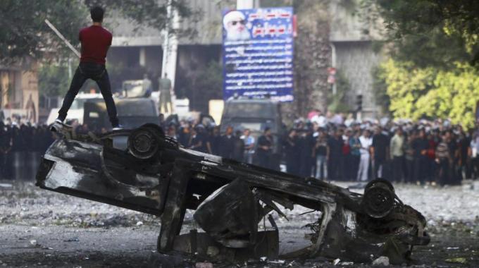 Film blasfemo, 8 morti. L'Onu condanna gli scontri. Attaccata la base del principe Harry