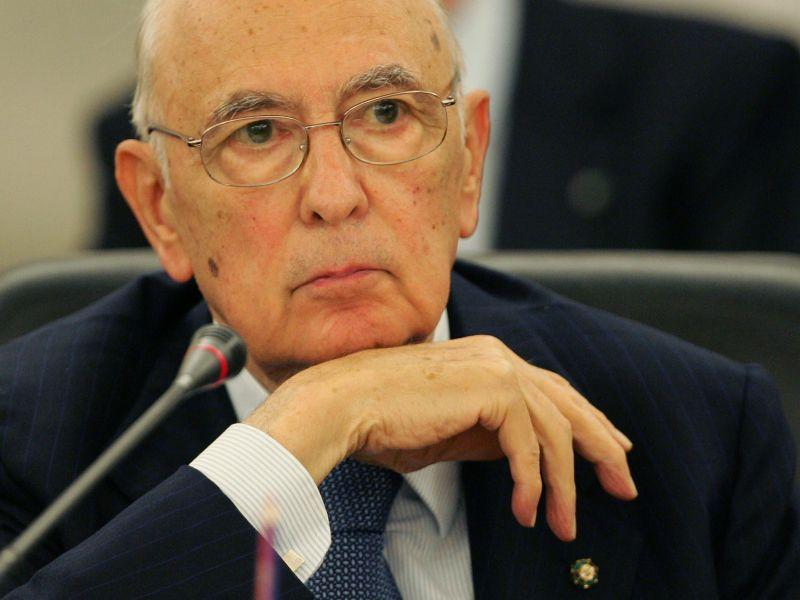 Napolitano: quadro politico inadeguato, Italia travagliata. Serve uno slancio morale