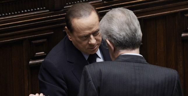 """Berlusconi: Non mi candido a premier. E rilancia Monti. """"Ora facciamo le primarie"""""""