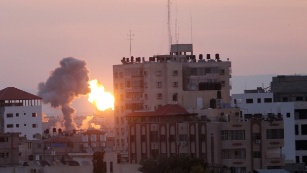 Escalation di violenza su Gaza. Abbattuto jet israeliano. Bombardamenti a Gerusalemme