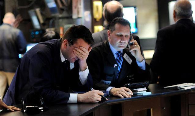 Economia, altra giornata nera per le Borse: Milano perde oltre il 3%. Spread vola a 220, ai massimi da febbraio