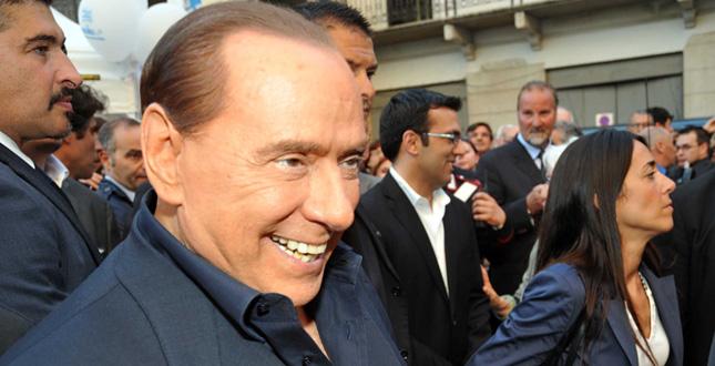 Il ritorno del Caimano, Alfano: Berlusconi scende di nuovo in campo niente primarie