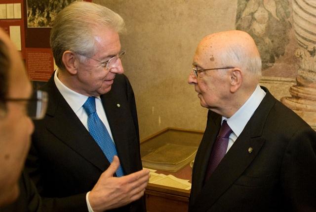 Monti si è dimesso, Napolitano inizia le consultazioni. Il professore verso la rinuncia
