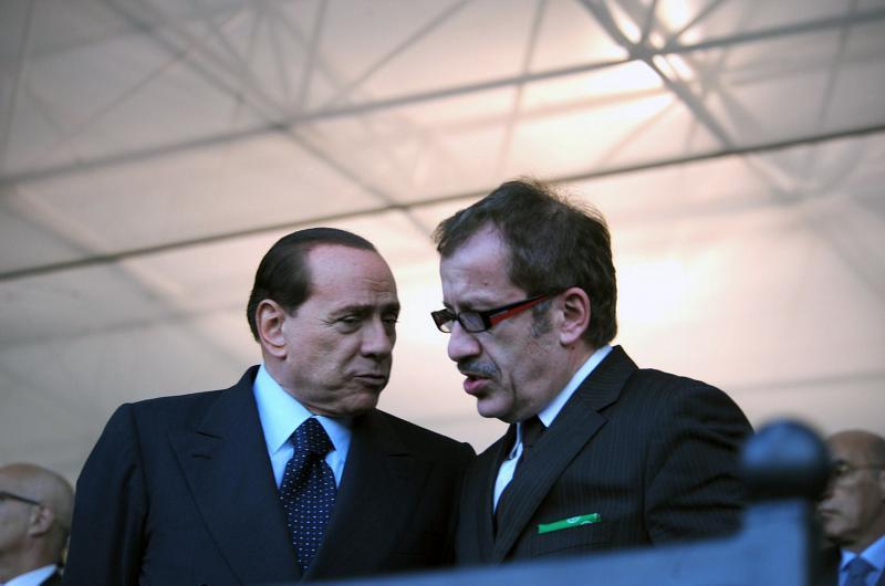 Il prezzo dell'accordo Pdl-Lega: Berlusconi niente corsa da premier, Maroni in Lombardia