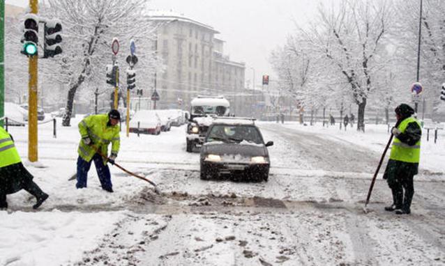 Allarme neve, rinviato il concorsone della scuola. Gelo in tutta Italia, Sud imbiancato