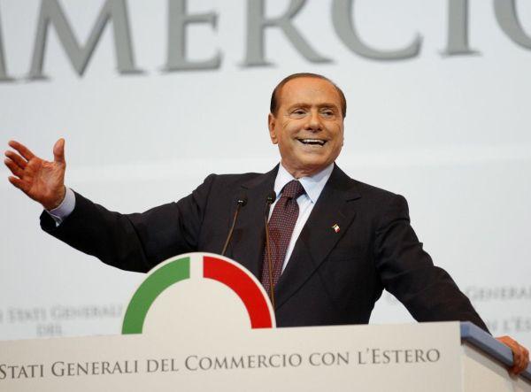 Berlusconi minaccia: Vincere il braccio di ferro con la Merkel o usciamo dall'euro