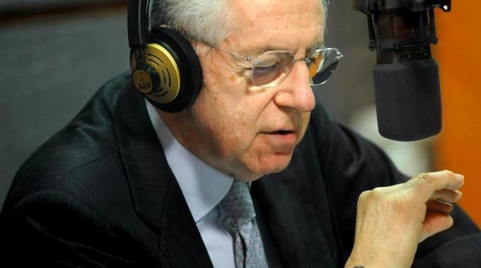 Monti: il Cavaliere come Achille Lauro, vuole comprare i voti. Un tentativo simpatico di corruzione