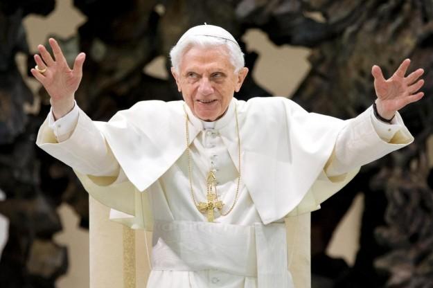 Il Papa: Ho rinunciato in piena libertà per il bene della Chiesa. Ovazione degli 8 mila fedeli