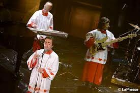 Sanremo, nuovo record di ascolti con la super top Bar Refaeli, il duetto Luciana-Carlà e lo show di Elio. Stasera la Littizzetto ballerà contro la violenza sulle donne