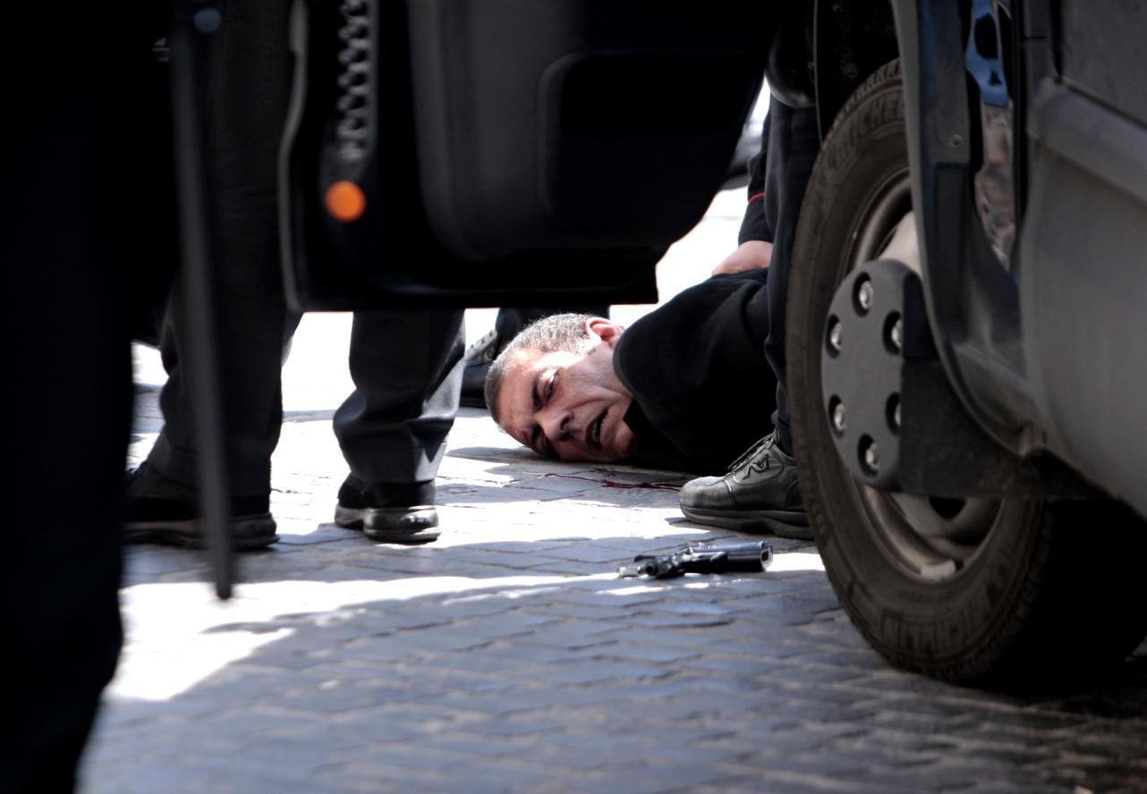 Spara davanti Palazzo Chigi: 2 carabinieri feriti, 1 grave. Arrestato, aveva perso il lavoro