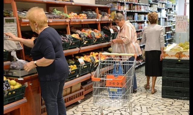 Istat, le famiglie italiane tornato a spendere. Nel 2014 in Pil italiano crescerà dello 0,6%