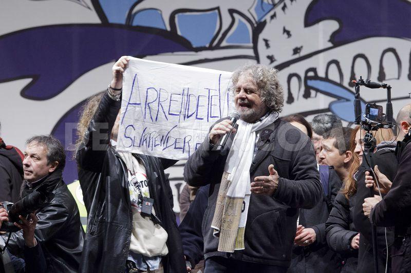 """Deputati 5 Stelle in ritiro """"spirituale"""" a Villa Valente per ascoltare le direttive di Grillo"""