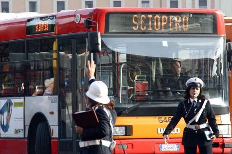 Trasporti, giornate drammatiche. Da oggi fermi bus, metro e aerei. Roma week-end nero