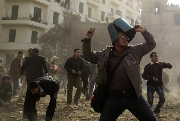 Egitto, le forze di sicurezza sparano sui sostenitori di Morsi: un massacro, 43 morti