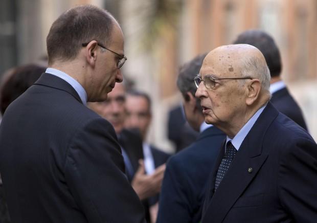"""Napolitano: """"Basta interpretazioni e intrusioni"""" ma Grillo lo attacca: """"Si dimetta"""""""
