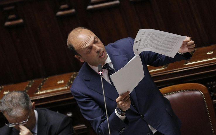 """Il pasticcio Kazako, Pd diviso su Alfano: """"Ha mentito in aula"""". Salta il prefetto Procaccini"""