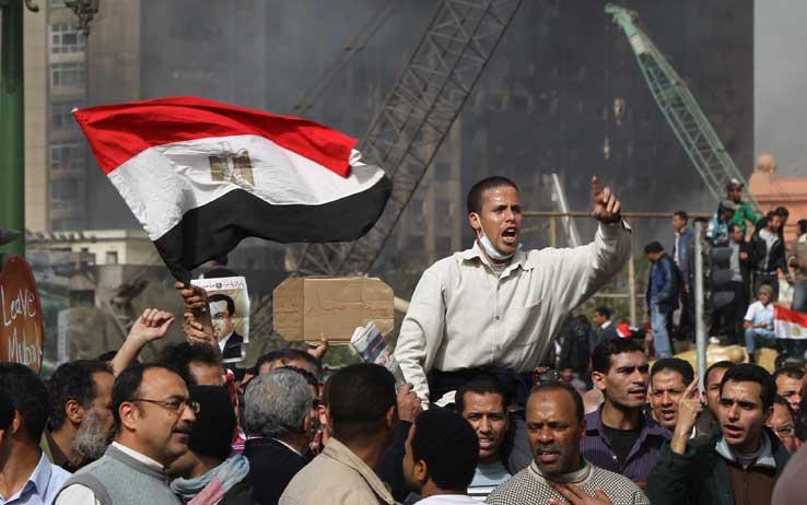 Egitto, scontri e violenze: 30 morti. La rabbia dei sostenitori di Morsi. Ucciso prete copto