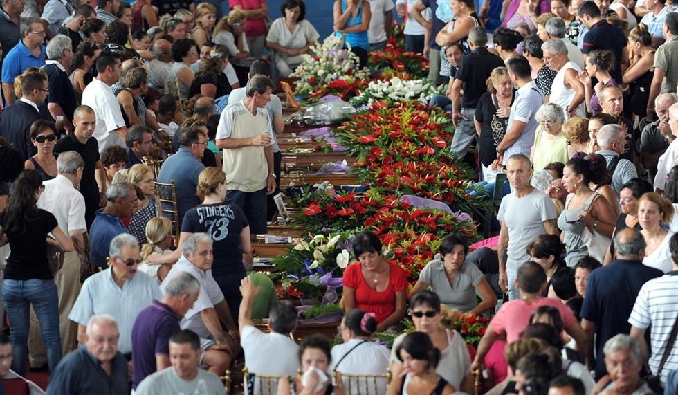 Irpinia, il giorno del dolore: in 4 mila alle esequie delle 38 vittime del bus.Presente Letta