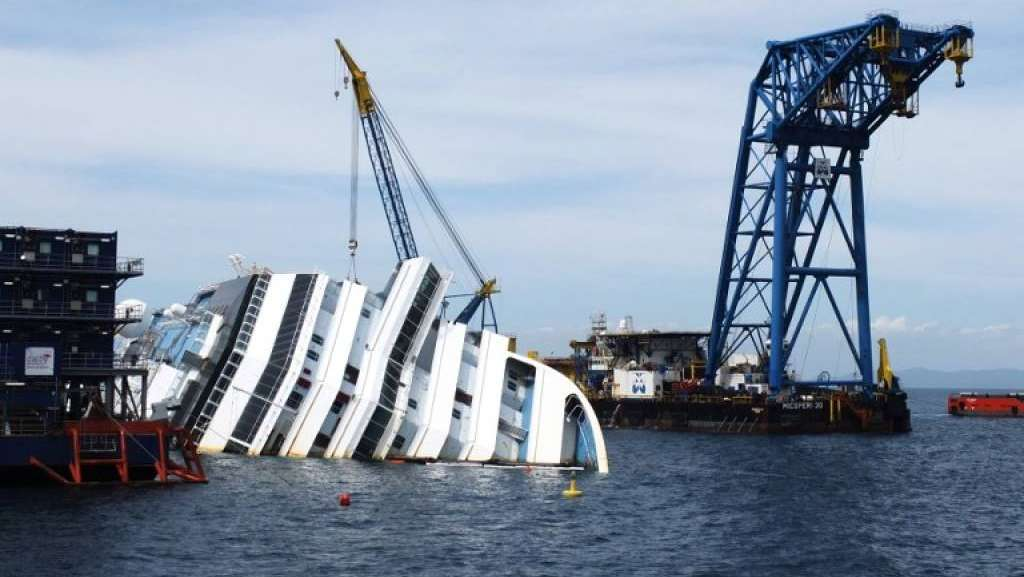 Concordia, rotazione al via: si e' già staccata dal fondo ma i tecnici temono gli imprevisti