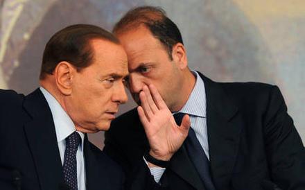 """Berlusconi fa dimettere i ministri: aperta la crisi. Letta: """"Gesto folle per motivi personali"""""""