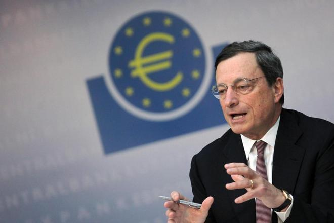 Economia, i trader credono alle parole di Draghi e il valore dell'Euro scende a 1,27 dollari