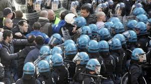 Varsavia, arrestati 147 ultra' laziali: coperti con passamontagna avevano attaccato la polizia lanciando pietre e bottiglie