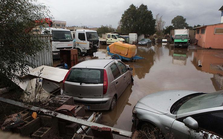 """Sardegna, il giorno del lutto: 16 le vittime 1350 gli sfollati e un disperso. Polemiche sull'allerta meteo. Gabrielli: """"Abbiamo avvertito"""""""
