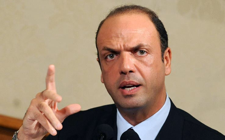 """Alfano, prove da leader: """"Il governo dipende da noi. Il rimpasto dopo il congresso Pd"""""""