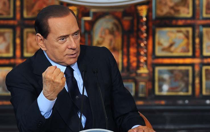 """Niente congresso del Ppe a Dublino per Berlusconi, i giudici gli negano il permesso: """"Non puo' espatriare"""""""