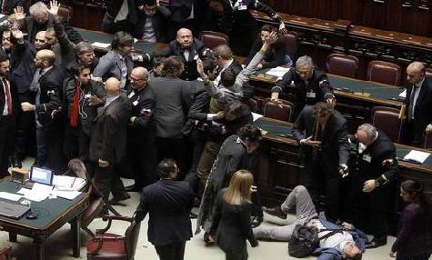 Legge elettorale, cadono le pregiudiziali, La Lega passa alla protesta e diserta la Camera